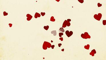 Wirbelnde rote Herzen