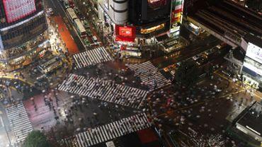 Night crossing crowd people