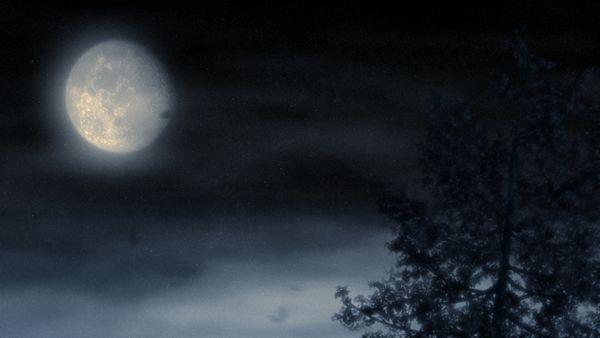 Nebliger Mond